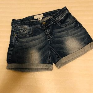 Maurices 💙 faded jean shorts Size 1/2